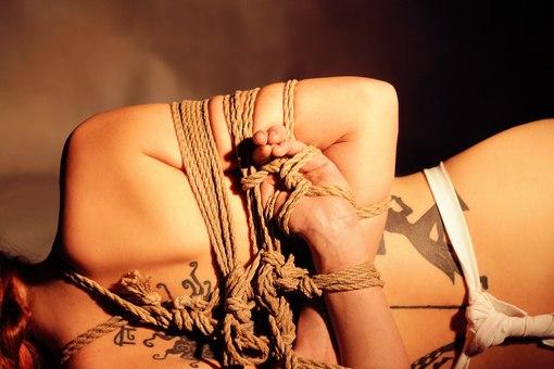Шибари – эротическое искусство связывания веревкой 38
