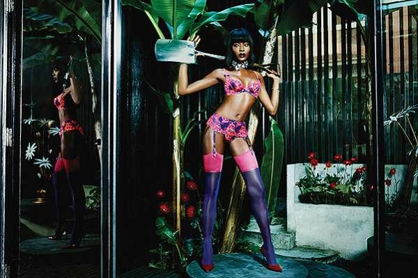 Золотые наручники, плетки и автомобиль: Наоми Кэмпбелл в рекламе Agent Provocateur 4