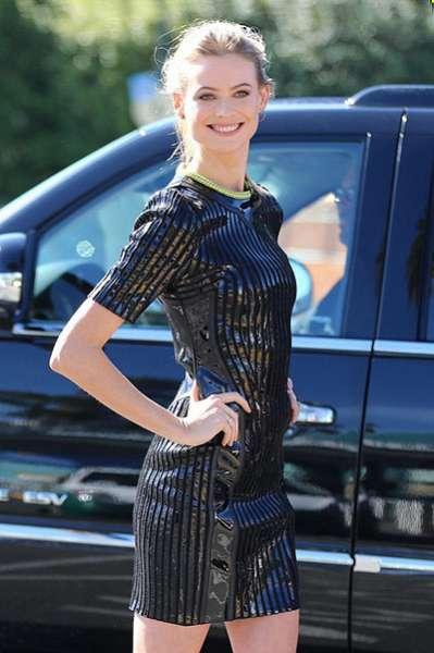 Кэндис Свэйнпол и другие модели рекламируют шоу Victoria's Secret 5