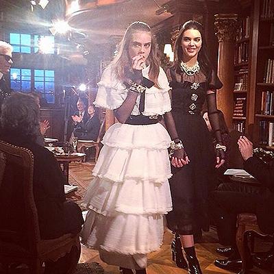 Кара Дельвинь и Кендалл Дженнер на показе Chanel в Зальцбурге 11