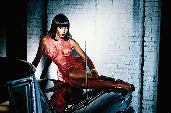 Золотые наручники, плетки и автомобиль: Наоми Кэмпбелл в рекламе Agent Provocateur 3