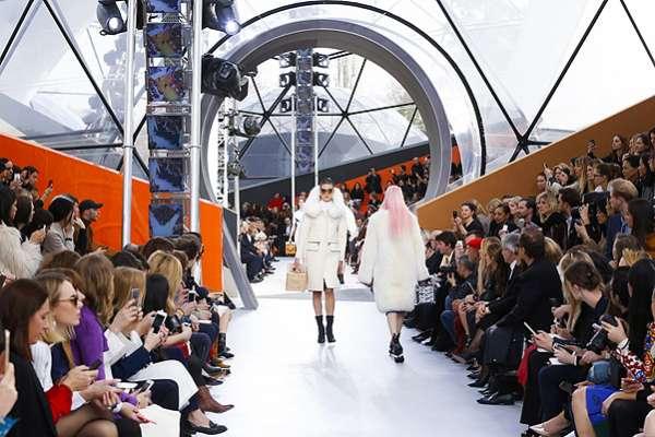 Неделя моды в Париже: показ Louis Vuitton 16