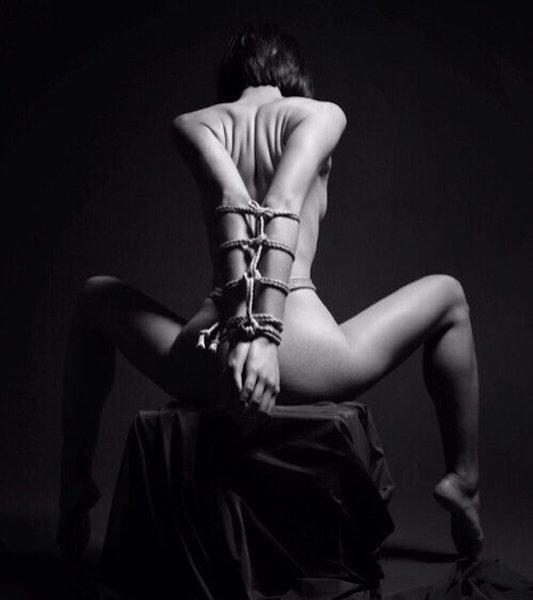 Шибари стало жанром эротической фотографии