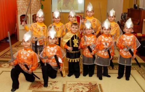 Как сделать костюм богатыря для мальчика своими руками. Богатырский шлем, кольчуга и сапожки из подручных материалов 16