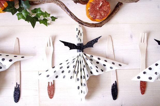 Хэллоуин дома: делаем салфетки-летучие мыши своими руками 4