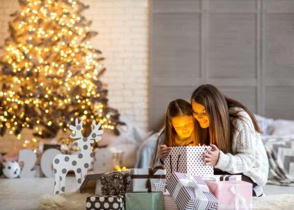 Что подарить ребенку на Новый год 12